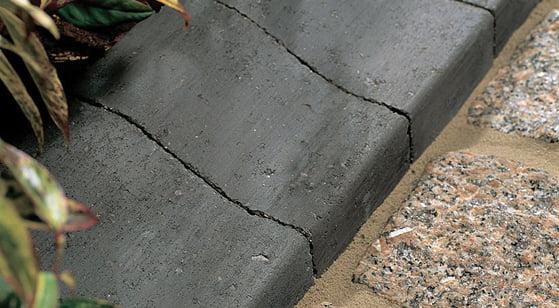 Bradstone Medium Charcoal Kerb