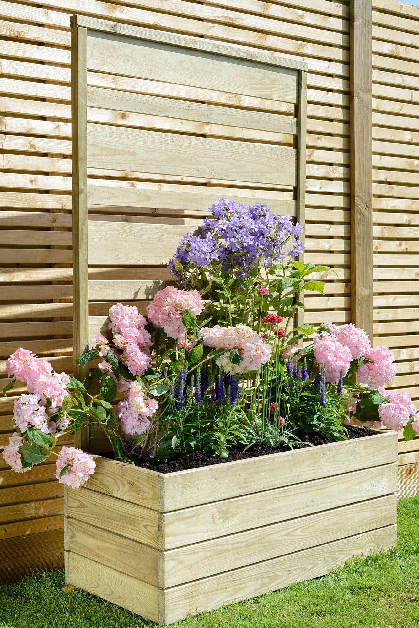 Grange urban screen planter kebur for Outdoor planter screen