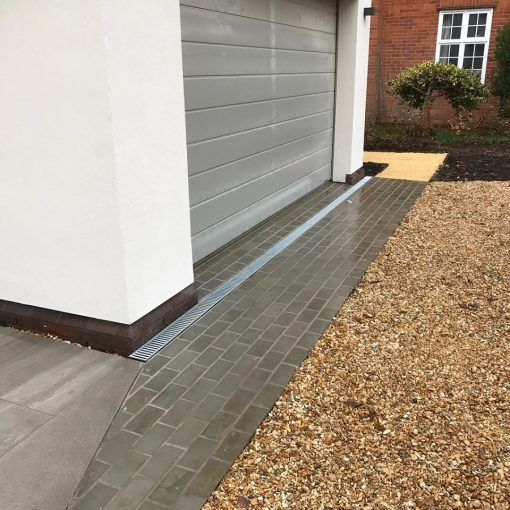 Sawn Sandstone Setts (wet) (installed by Winslade Landscapes)