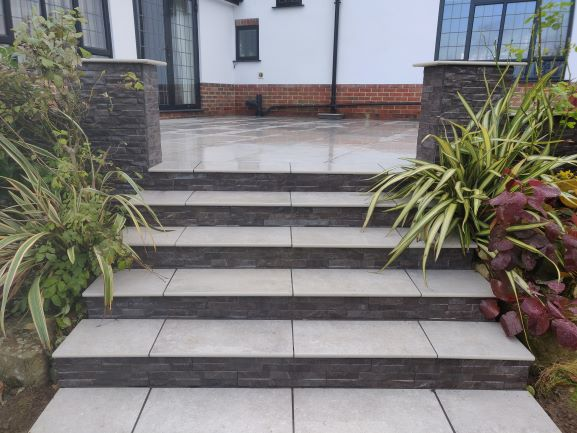 Gris Royale Porcelain courtesy of Ferndown Landscapes