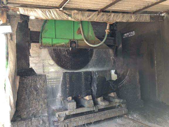 Black Granite blocks are cut into sheets