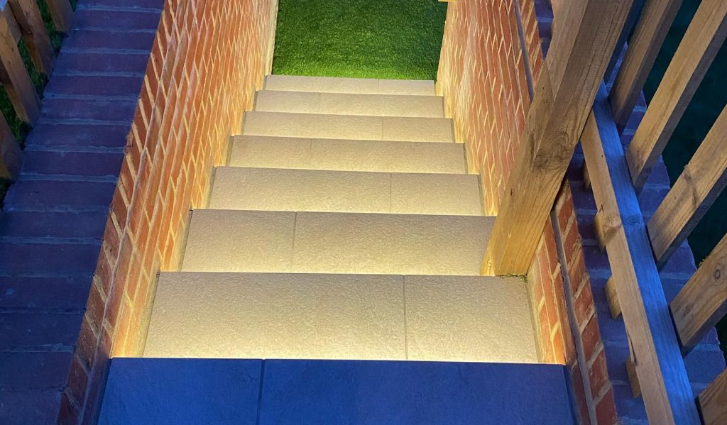 Outdoor lighting on stairwell with porcelain paving
